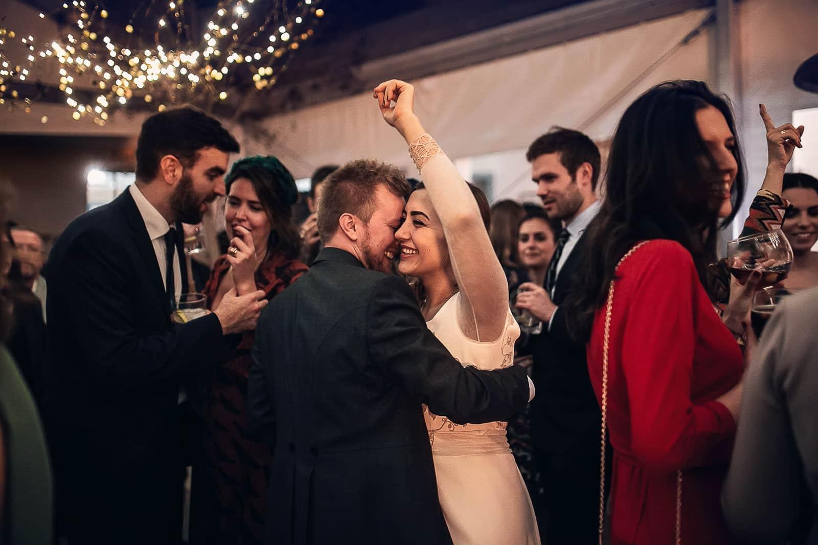 baile noche boda fiesta copas amigos invitados novios