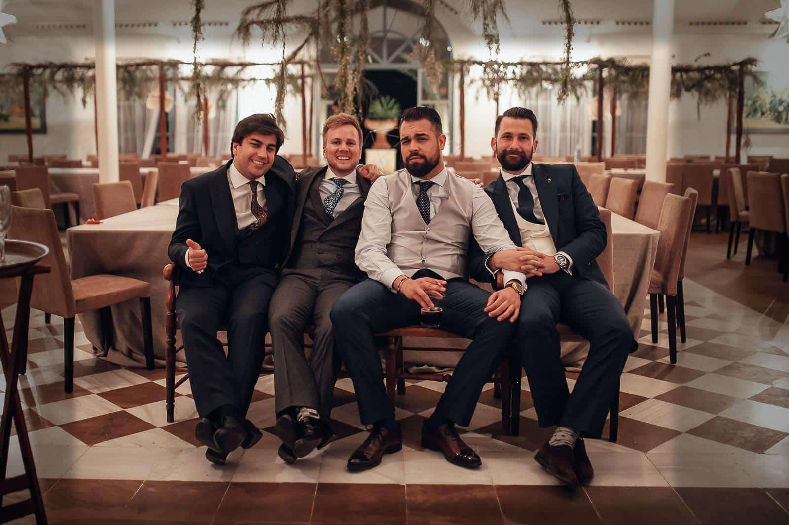 novio invitados chicos trajes salon corbatas outfit