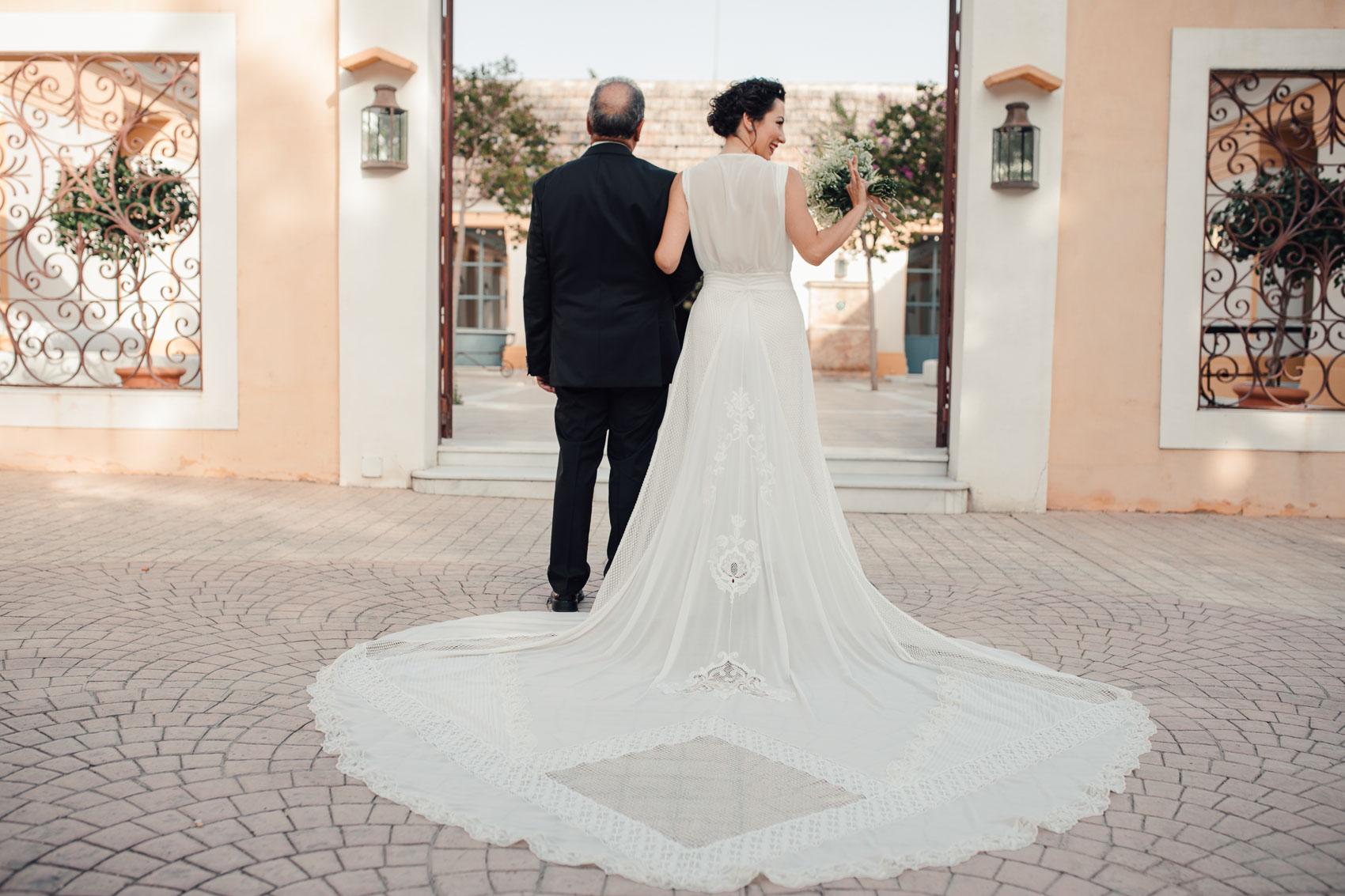Cola de vestido de novia geométrica de Cayetana Ferrer