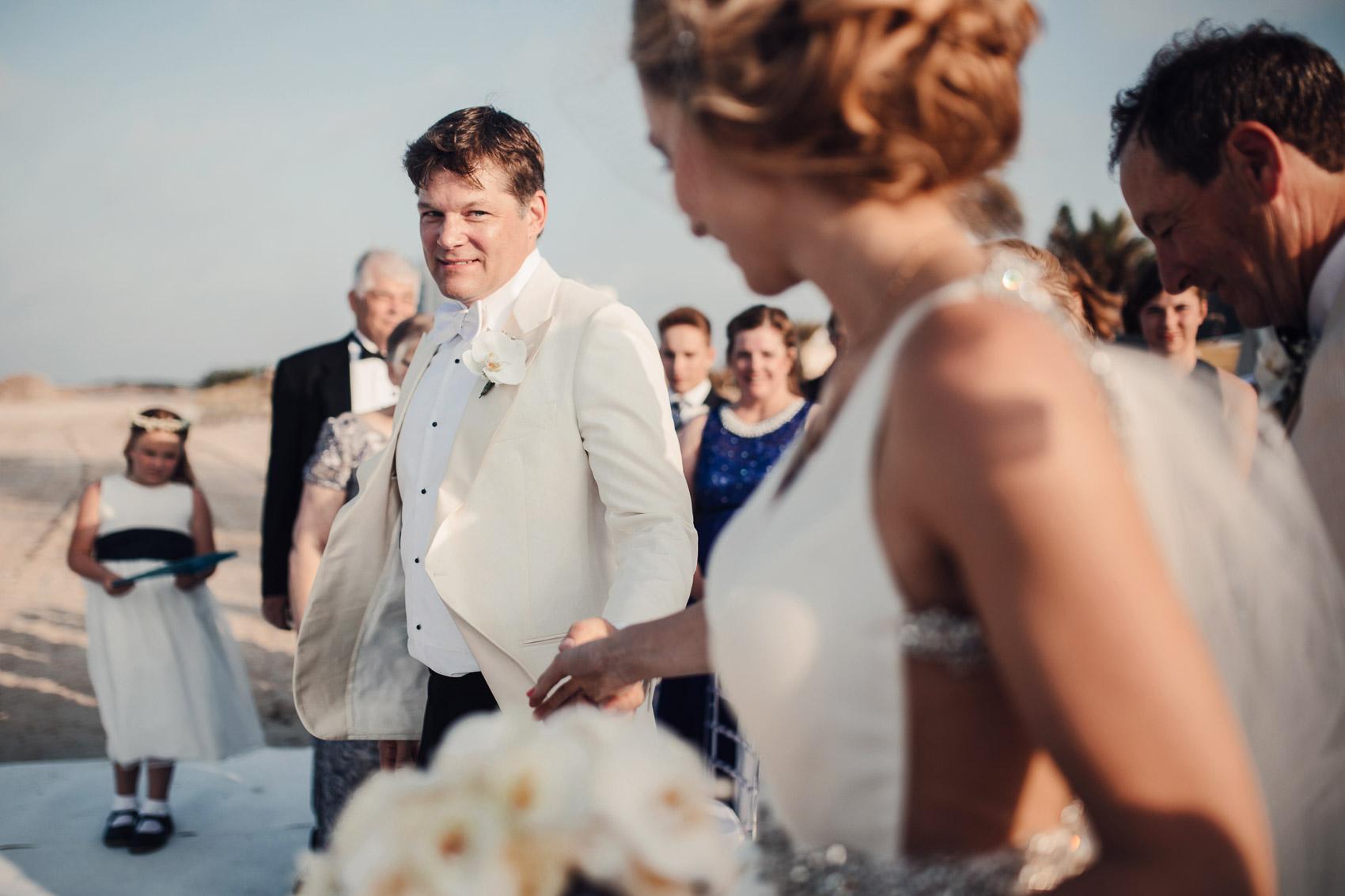 pareja novios wedding invitados ceremonia
