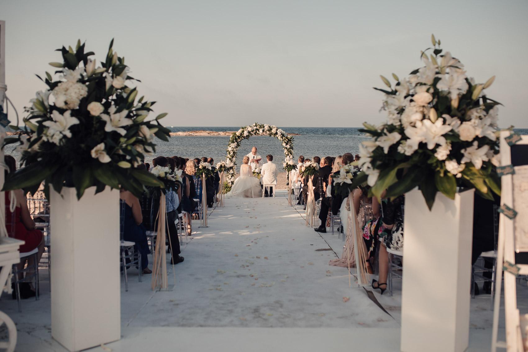 enlace novios invitados pasillo flores mar menor