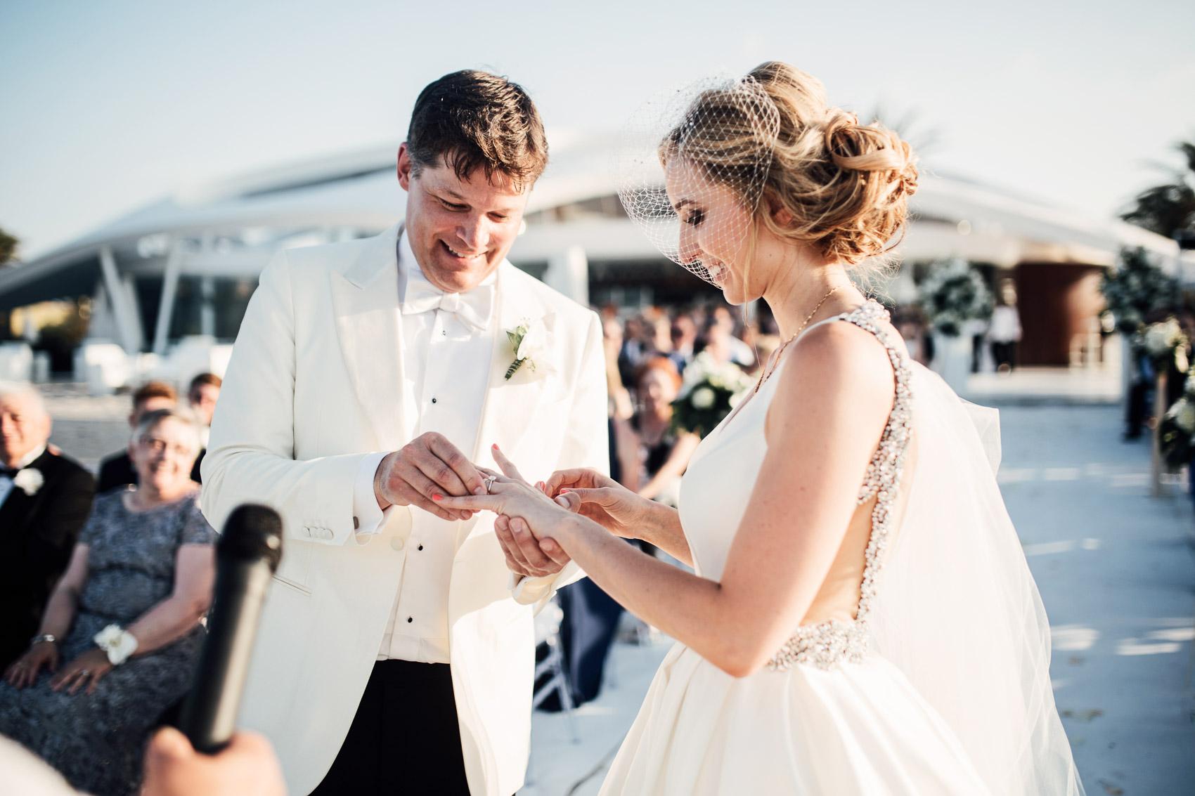 pareja wedding anillos