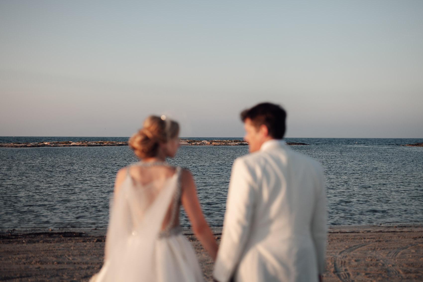 novios pareja union manos playa mar menor