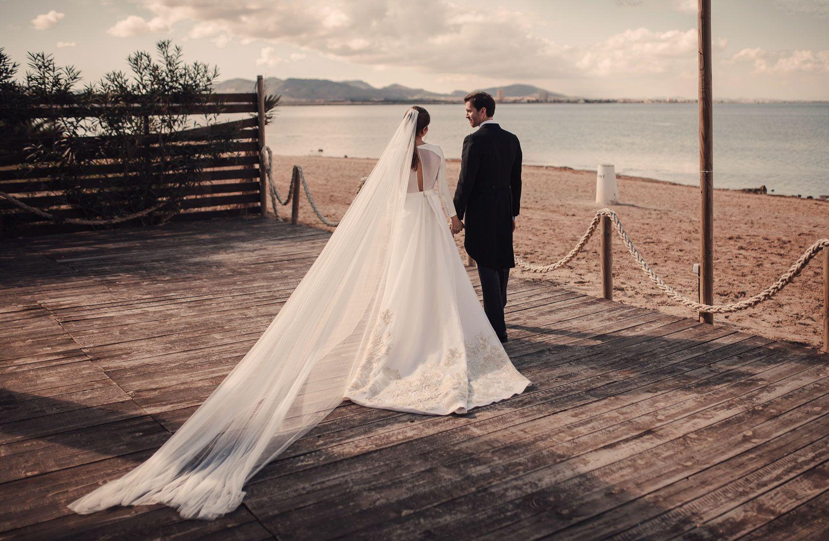 Vestido novia con cola Fernando Claro