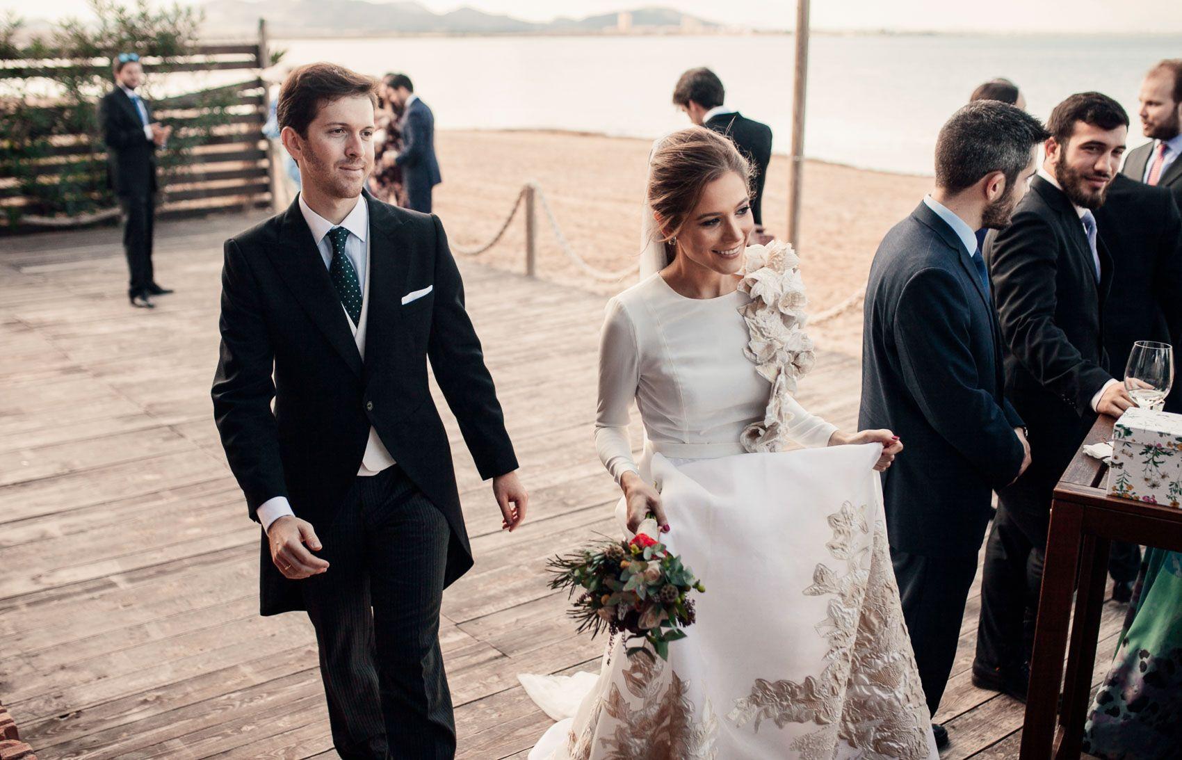 Fernando Claro vestido de novia con bordados dorados