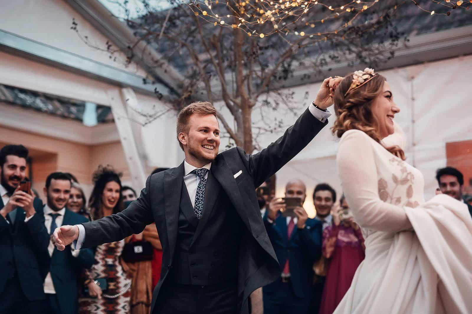 baile nupcial boda novios pareja vuelta