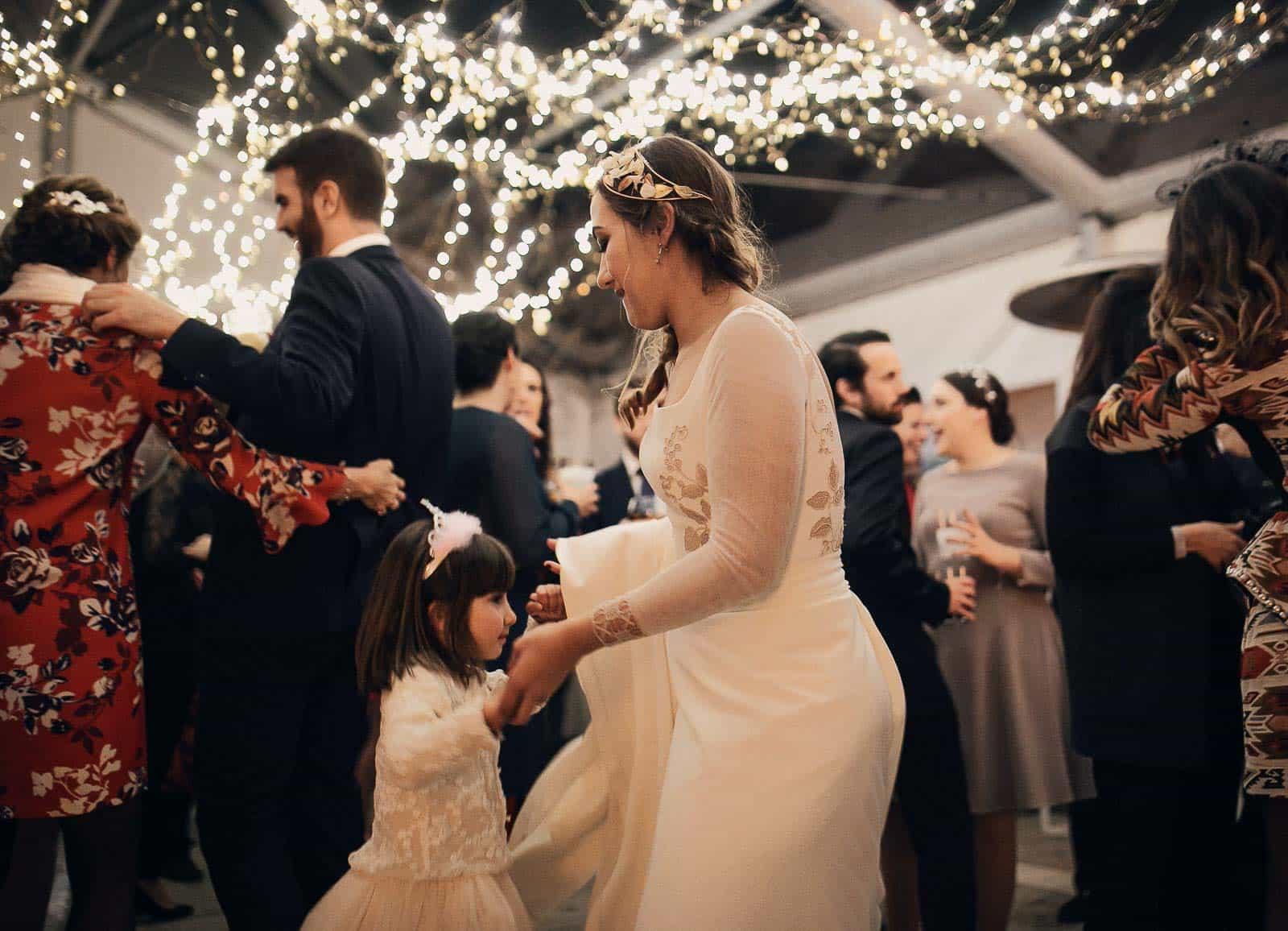 baile novia niña luces