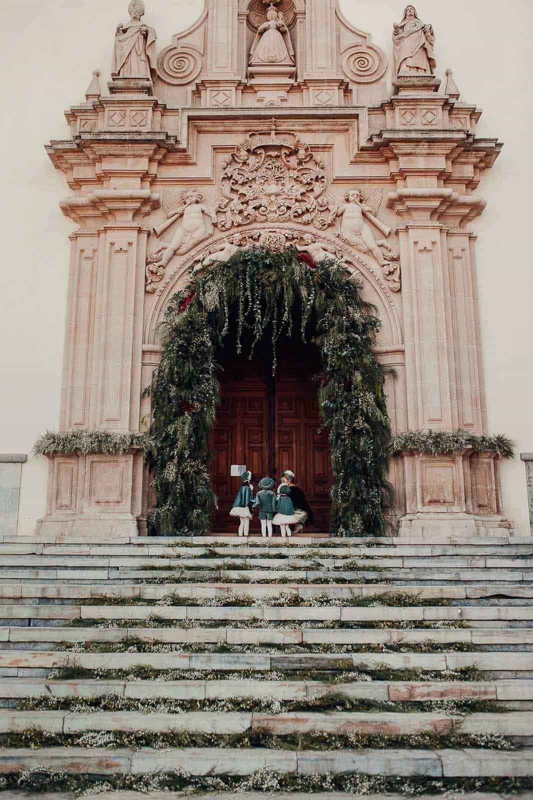 pajes madrina esperando santuario de la fuensanta Murcia arco de flores flores FH