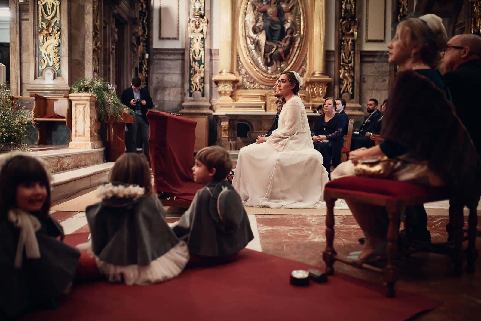 niños pajes invitafos celebracion misa santuario