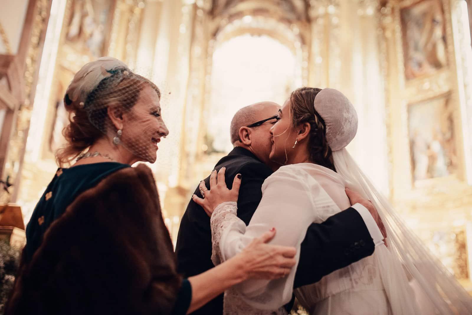 beso novia padrfes iglesia santuario