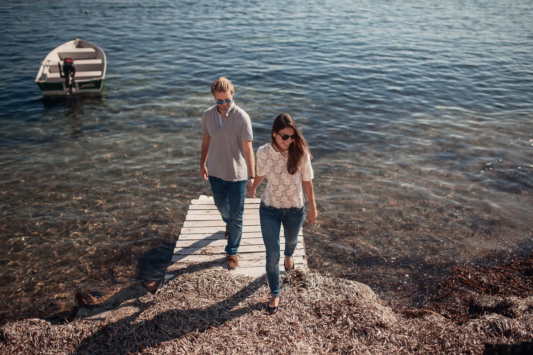 novios pareja beach casados mar rocas barco