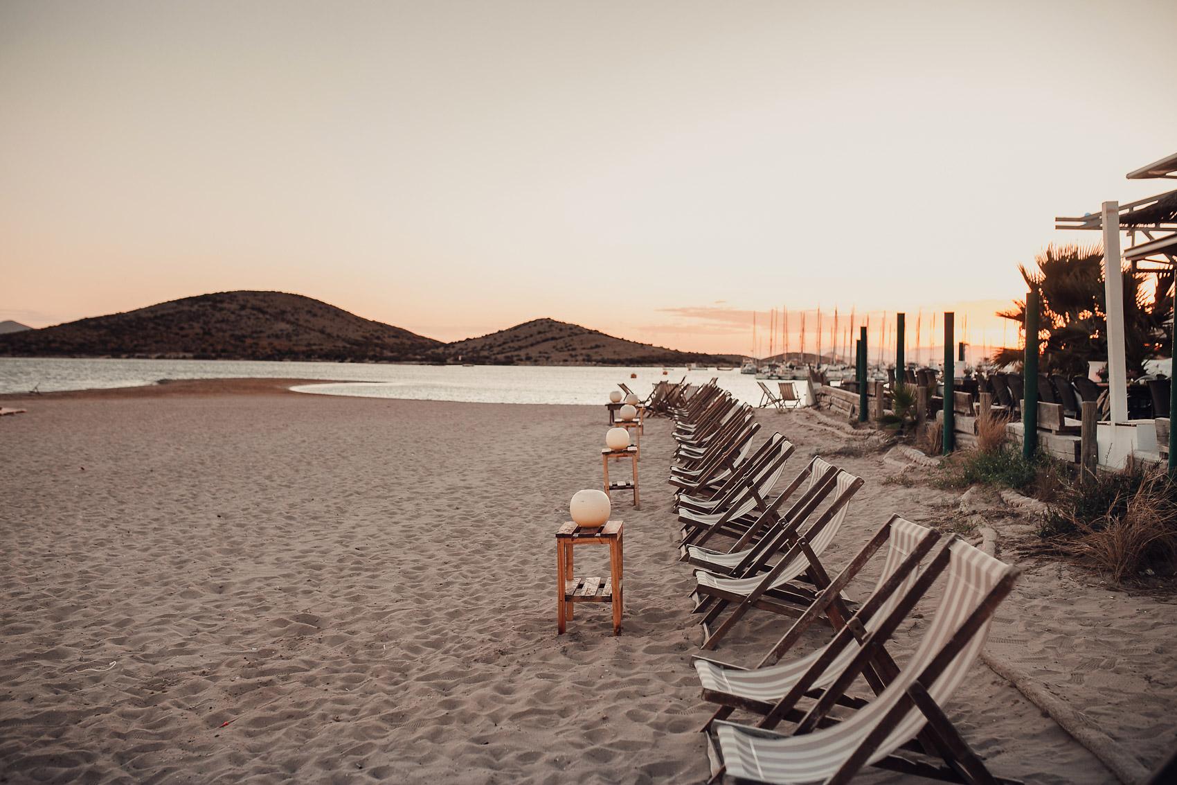 atardecer beach manga parador sillas arena mar montaña