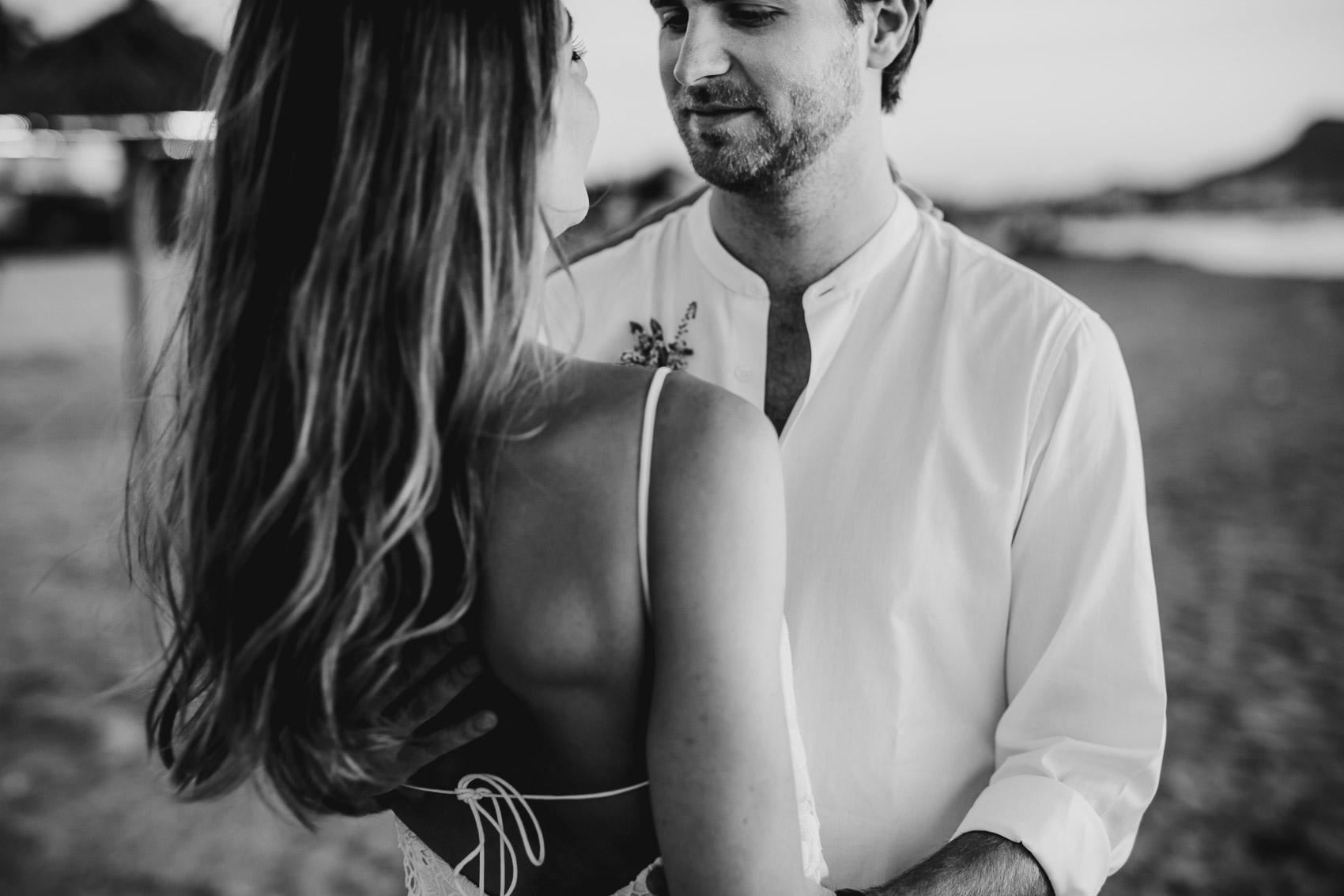 novios pareja mirada beach vestido camisa
