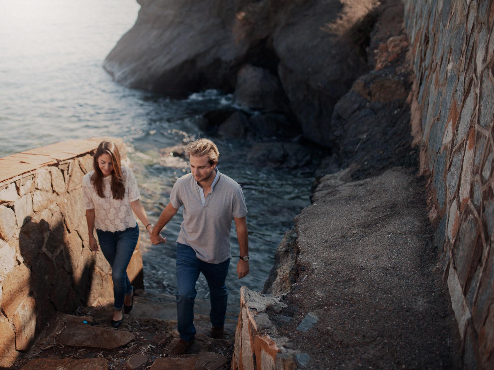 novios pareja beach casados mar rocas