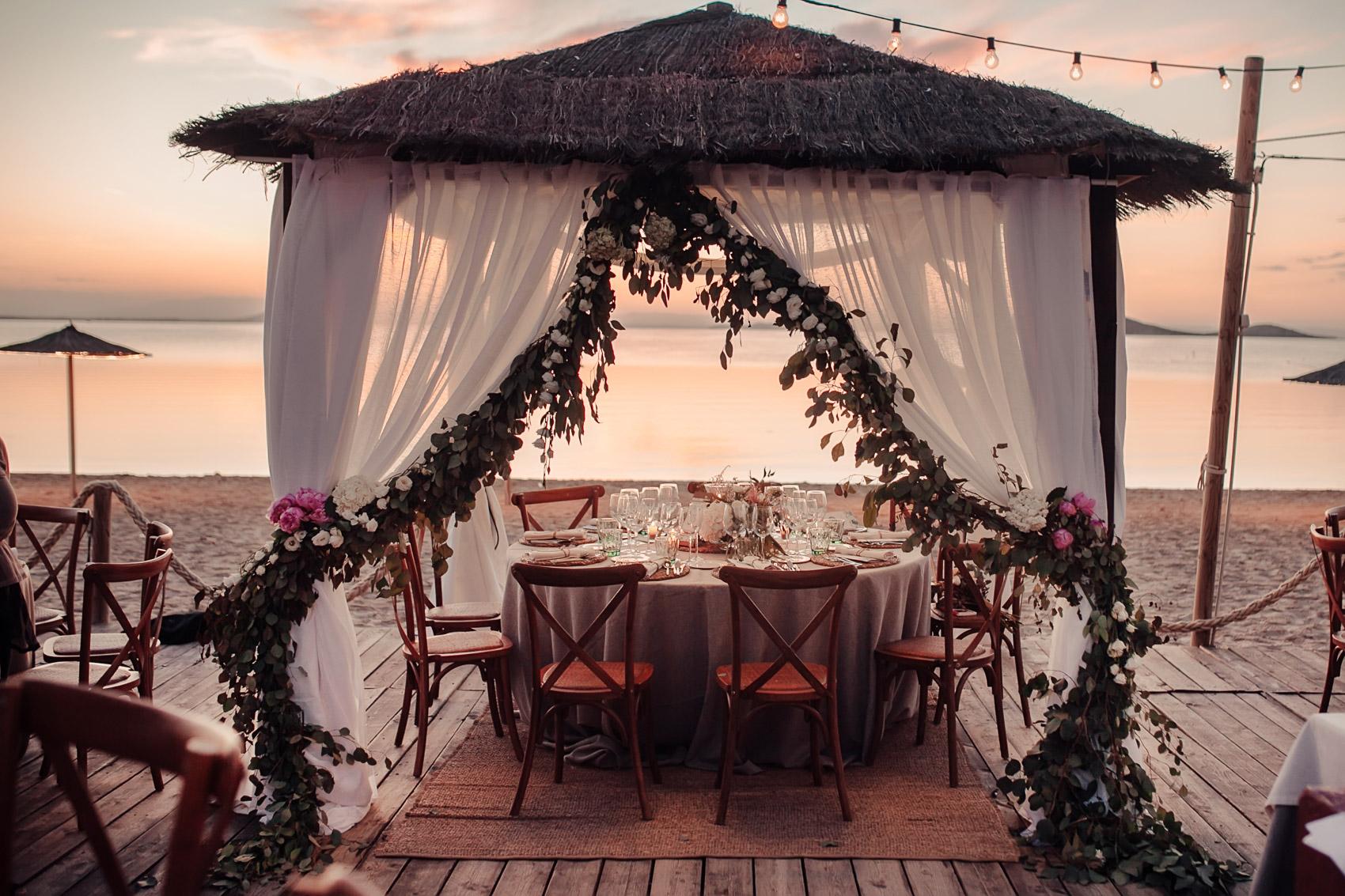 retaurante beach decoracion valisse mesas detalle flores
