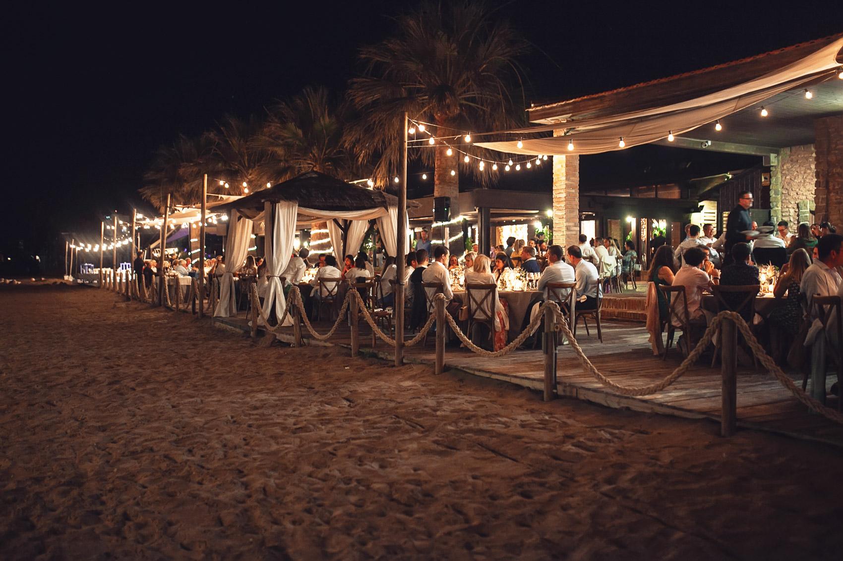 parador del mar menor boda exterior mesas decoracion boda valisse detalles invitados luces beach