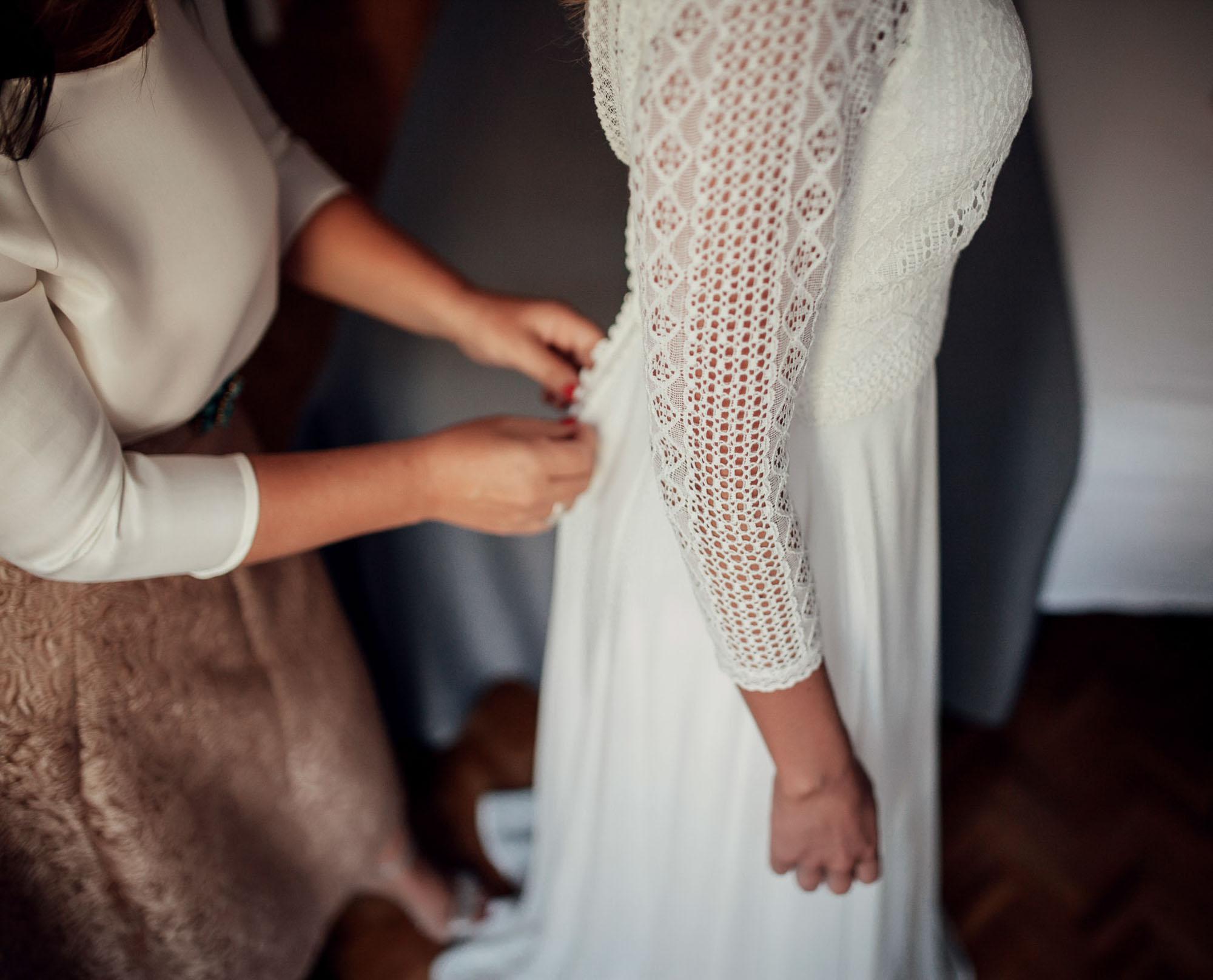 detalle vestido blanco novia wedding madrina botones