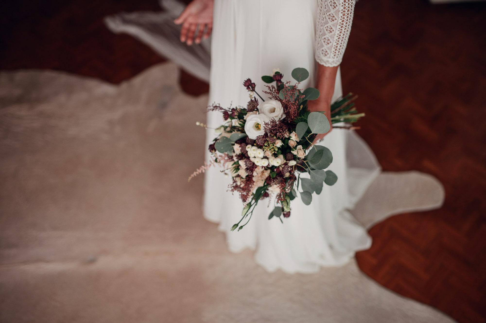 detalle ramo flores novia vestido blanco