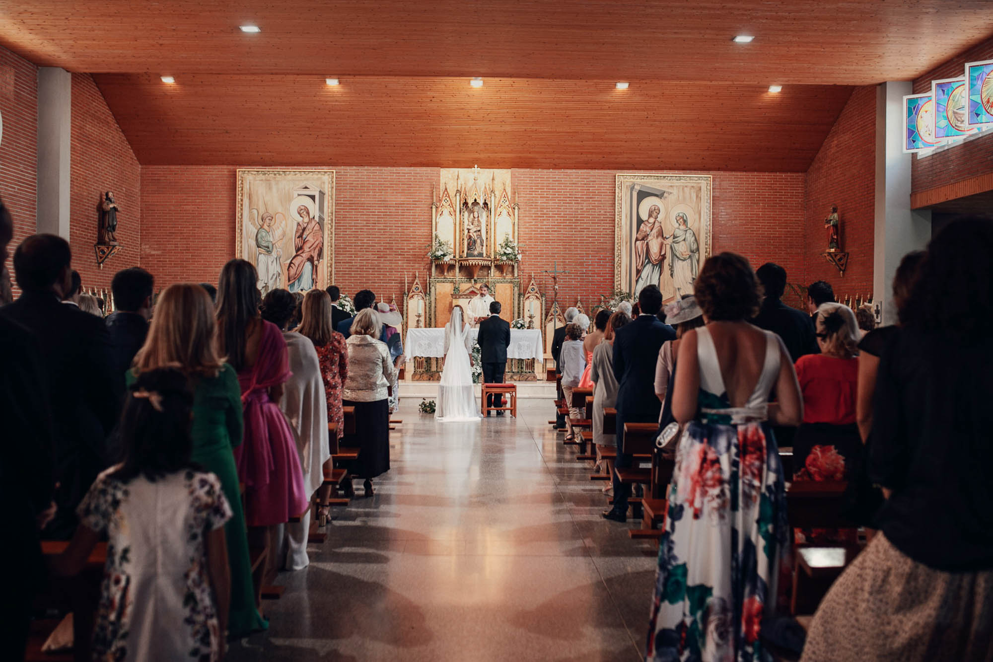iglesia invitados novios altar misa fotografia boda