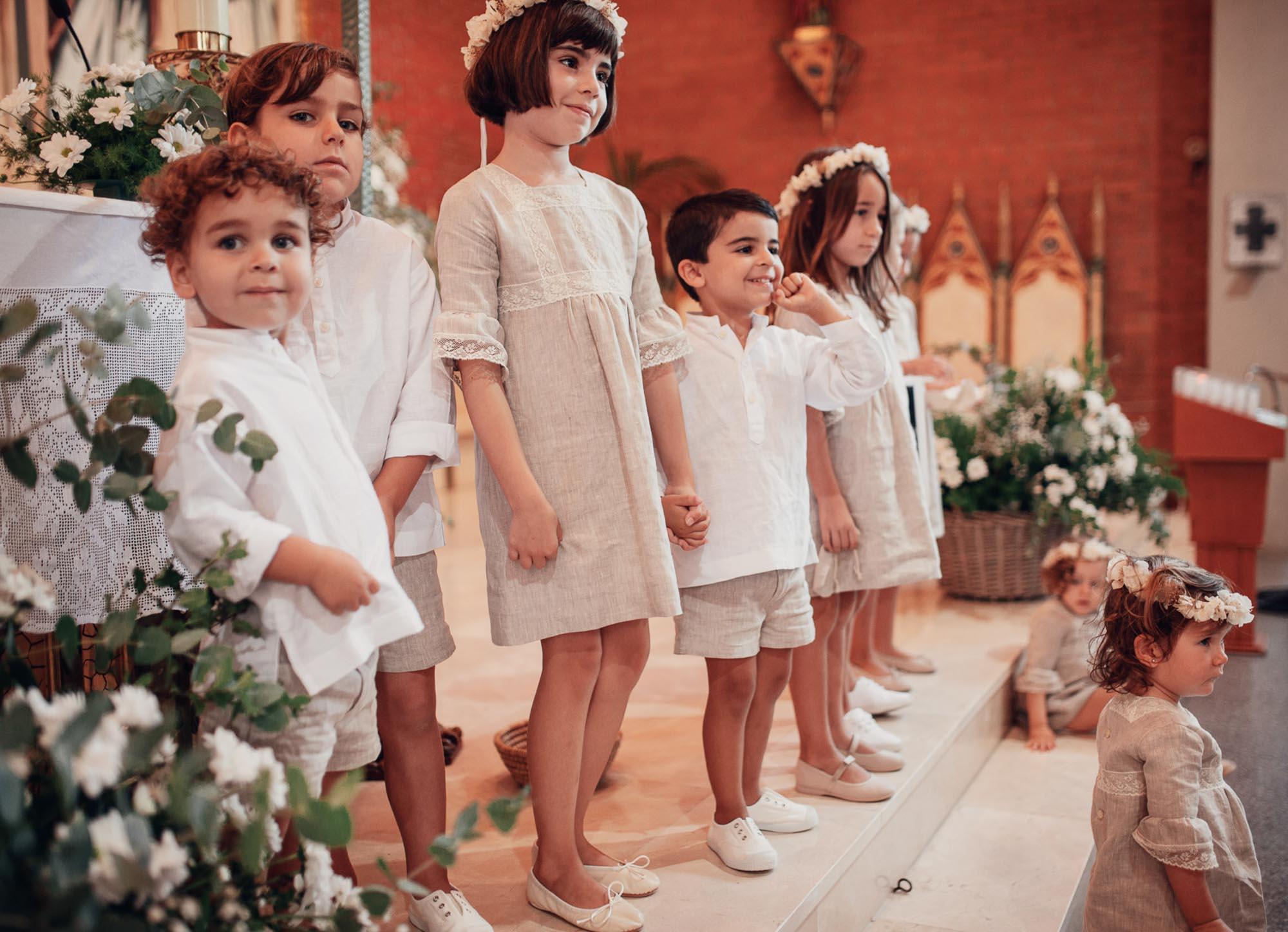 niños iglesia altar wedding blanco coronas flores cabo de palos