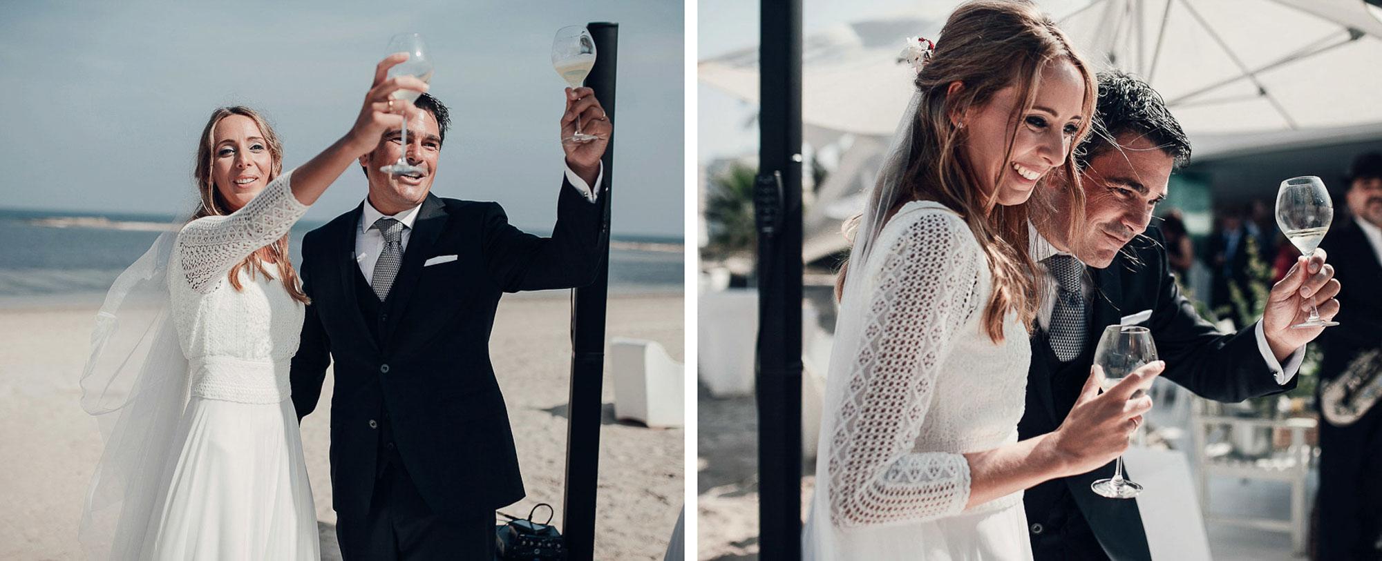novios brindis playa cabo de palos enlace invitados restaurante fotografia