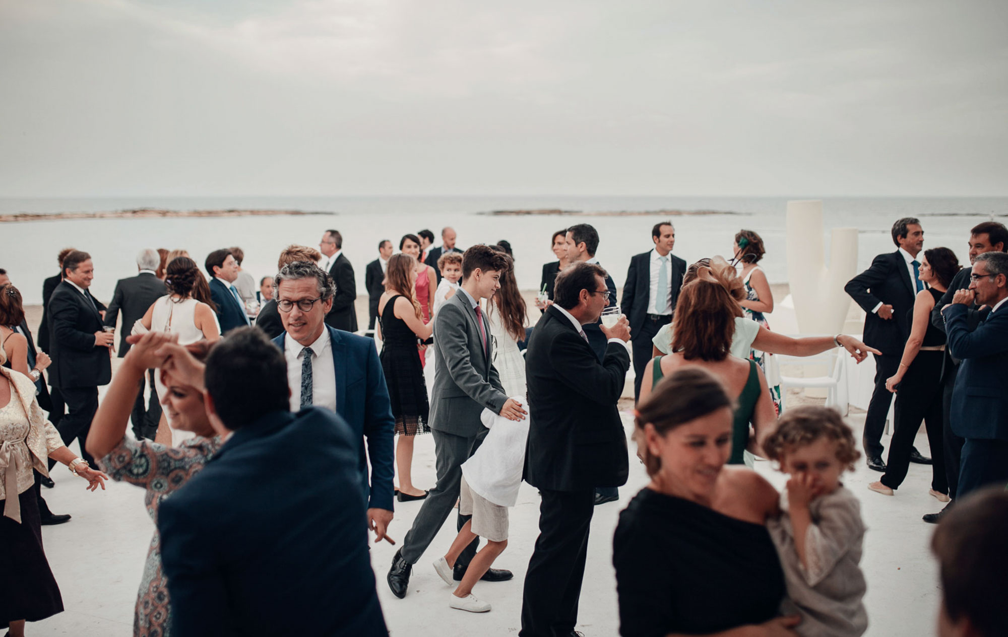 Guests wedding dancing playa Cabo de Palos fotografia
