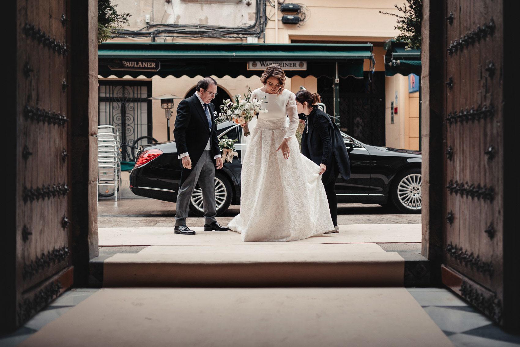 entrada novia padrino iglesia anas coche