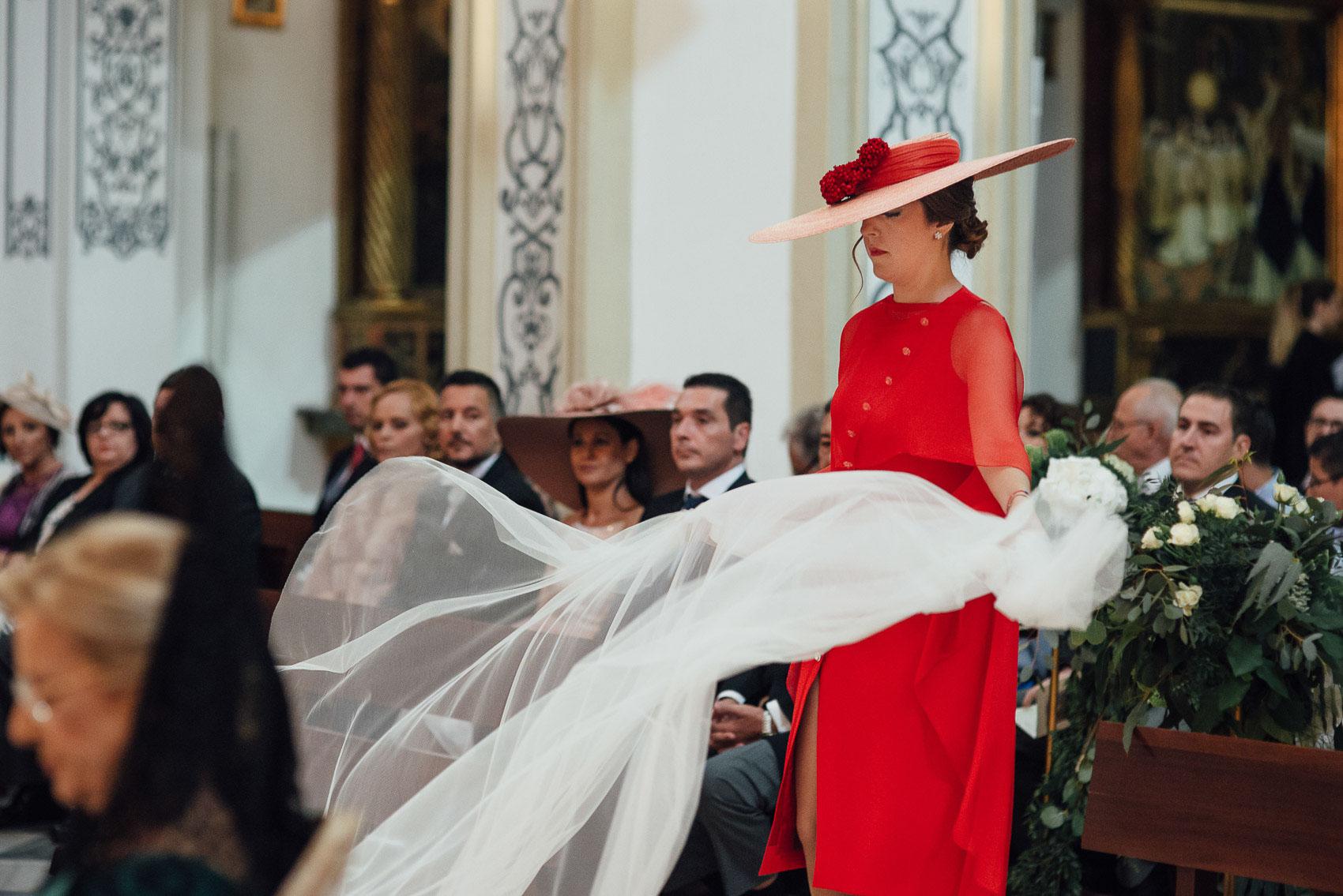 invitada perfecta hermana novia velo iglesia