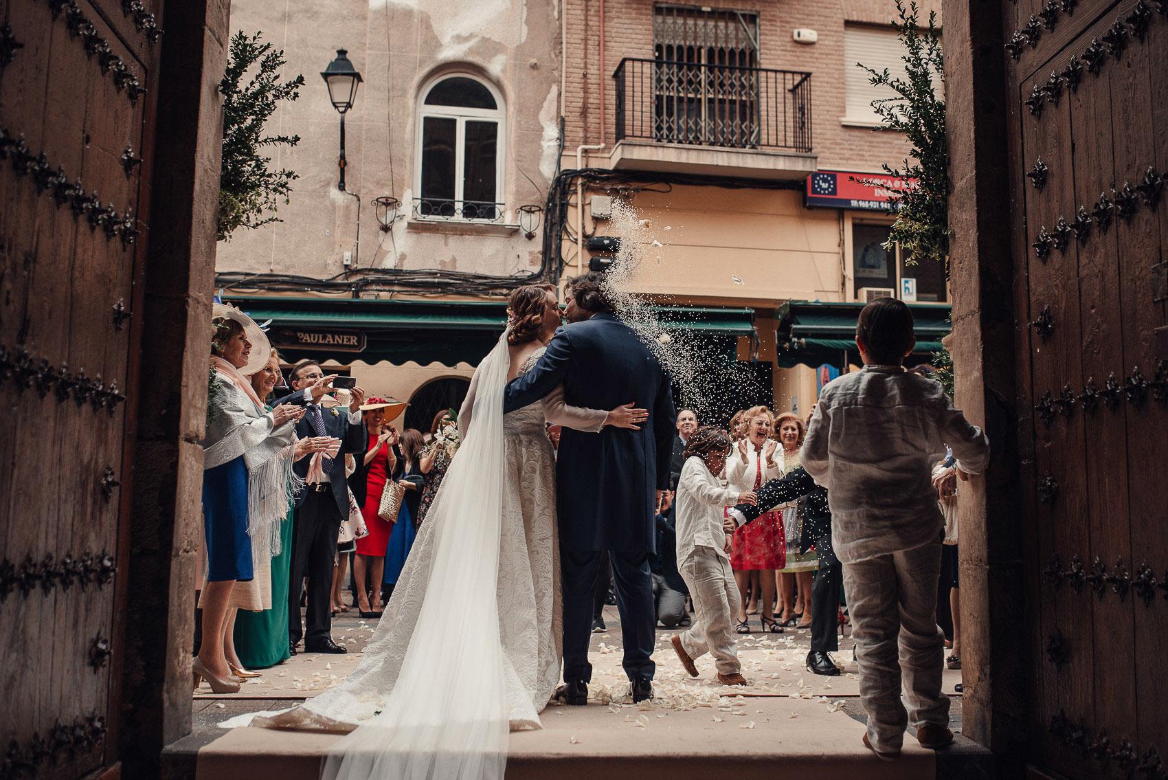 salida iglesia anas boda beso arroz