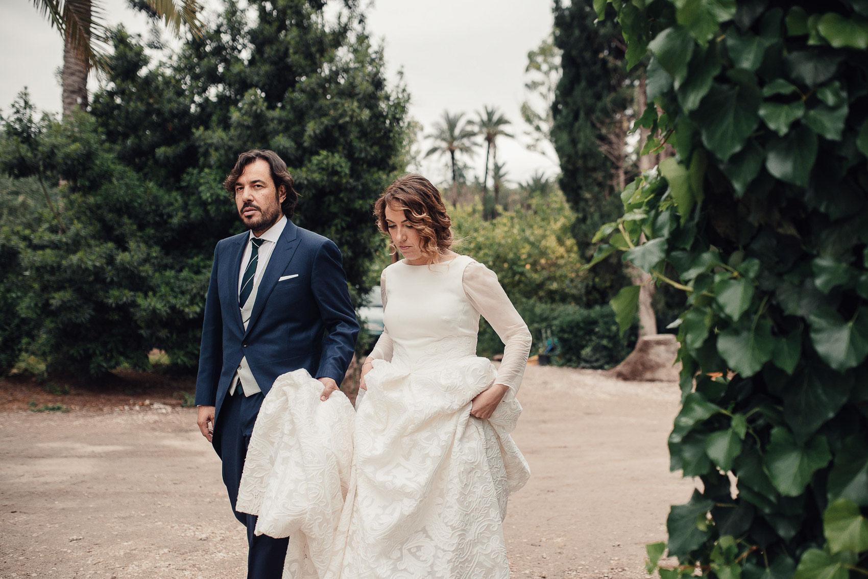 pareja novios boda fotografia vestido naturaleza