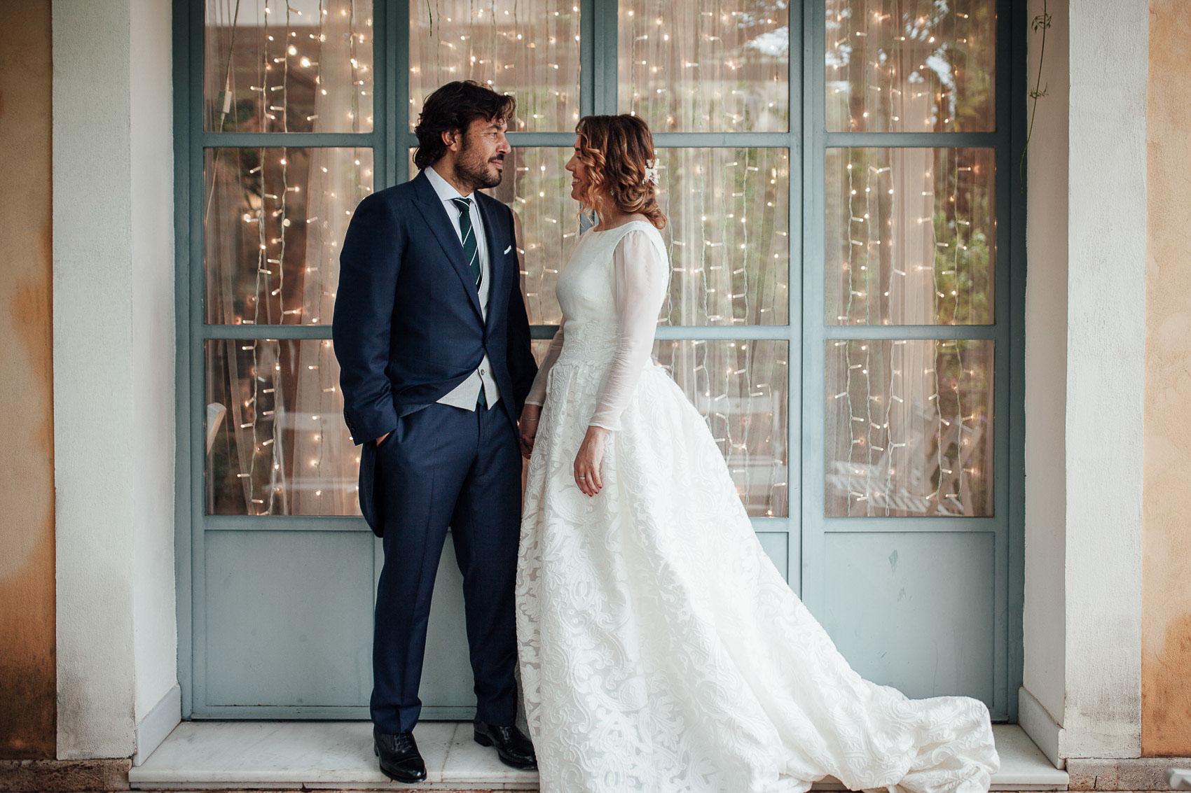 pareja novios mirada decoracion boda fotografia